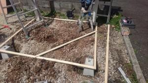 束石を300位埋めて直角を造ります